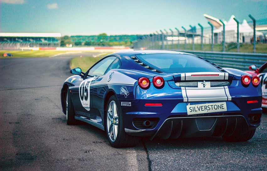 10 Things to Know Before Buying a Racing Car